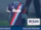 Auf dunklem Hintergrund ist ein dunkelblaues Trikot mit dem Logo von Holstein Kiel zu sehen.